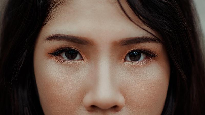 sourcil visage femme