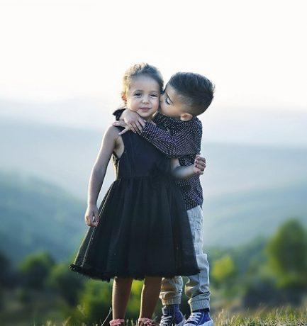 Une parentalité positive permet aux enfants de mieux réussir