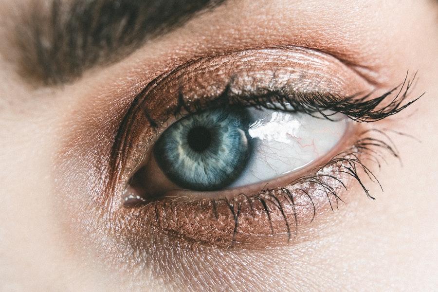 Mouche devant les yeux fatigue : symptômes et traitements