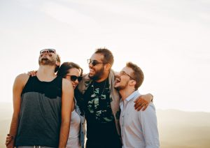 «Comment se faire des amis» : Les conseils du livre de Dale Carnegie