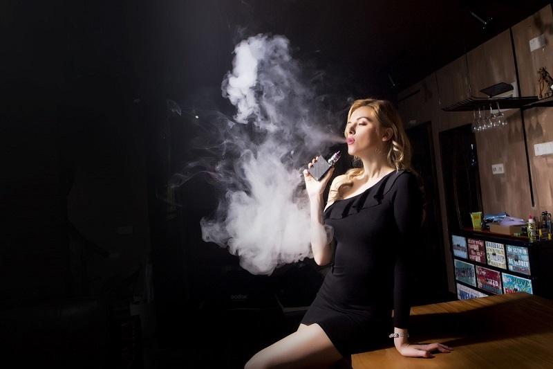 La cigarette électronique est-elle vraiment sans danger ? Quels risques ?