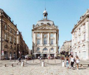 Voyage à Bordeaux : les avantages de faire appel à un VTC