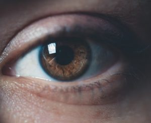 Tout savoir sur les paupières gonflées: causes, symptômes, traitements
