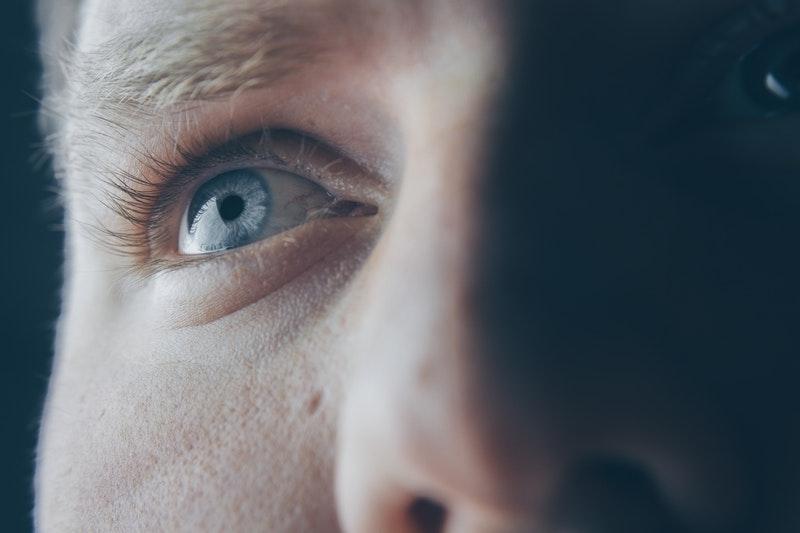 Paupières gonflées : causes, symptômes, traitements, ORL ... Tout savoir !