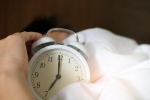 Comment atténuer les douleurs à l'épaule pour trouver le sommeil?