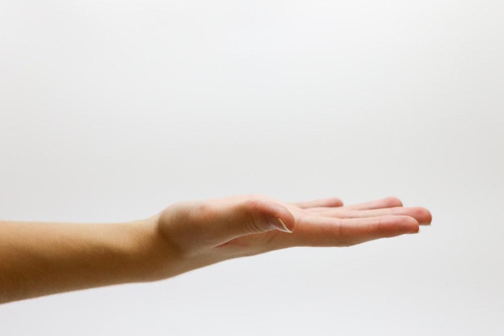 Comment enlever de la glu sur la peau ? Nos conseils & astuces