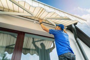 Les équipements pour protéger et aménager confortablement votre espace extérieur