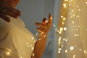 Éclairage de différentes pièces avec des rubans LED posés en corniche