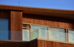 Pourquoi opter pour un bardage de bois pour votre revêtement extérieur?