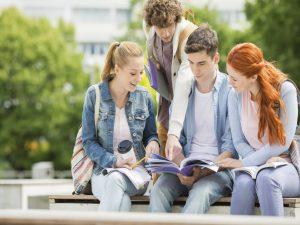 Jeunes étudiants : comment payer leurs études ?